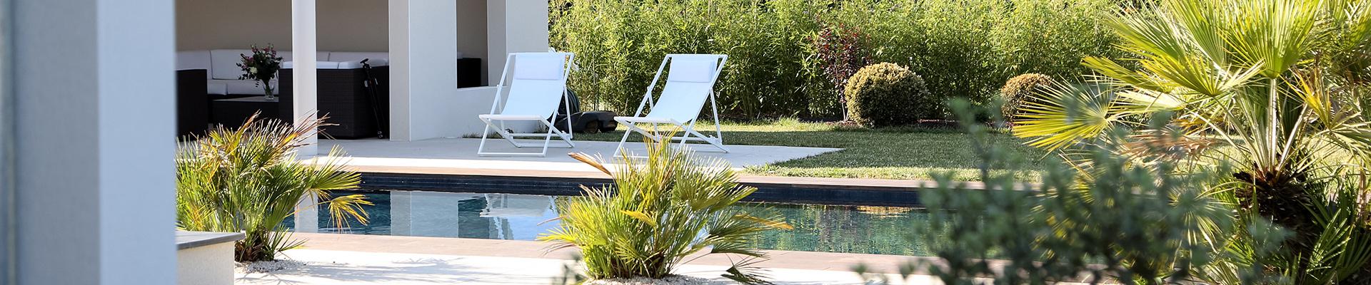 Serrault Jardins, réalise votre terrasse, vos allées et accès, votre portail et clôture.