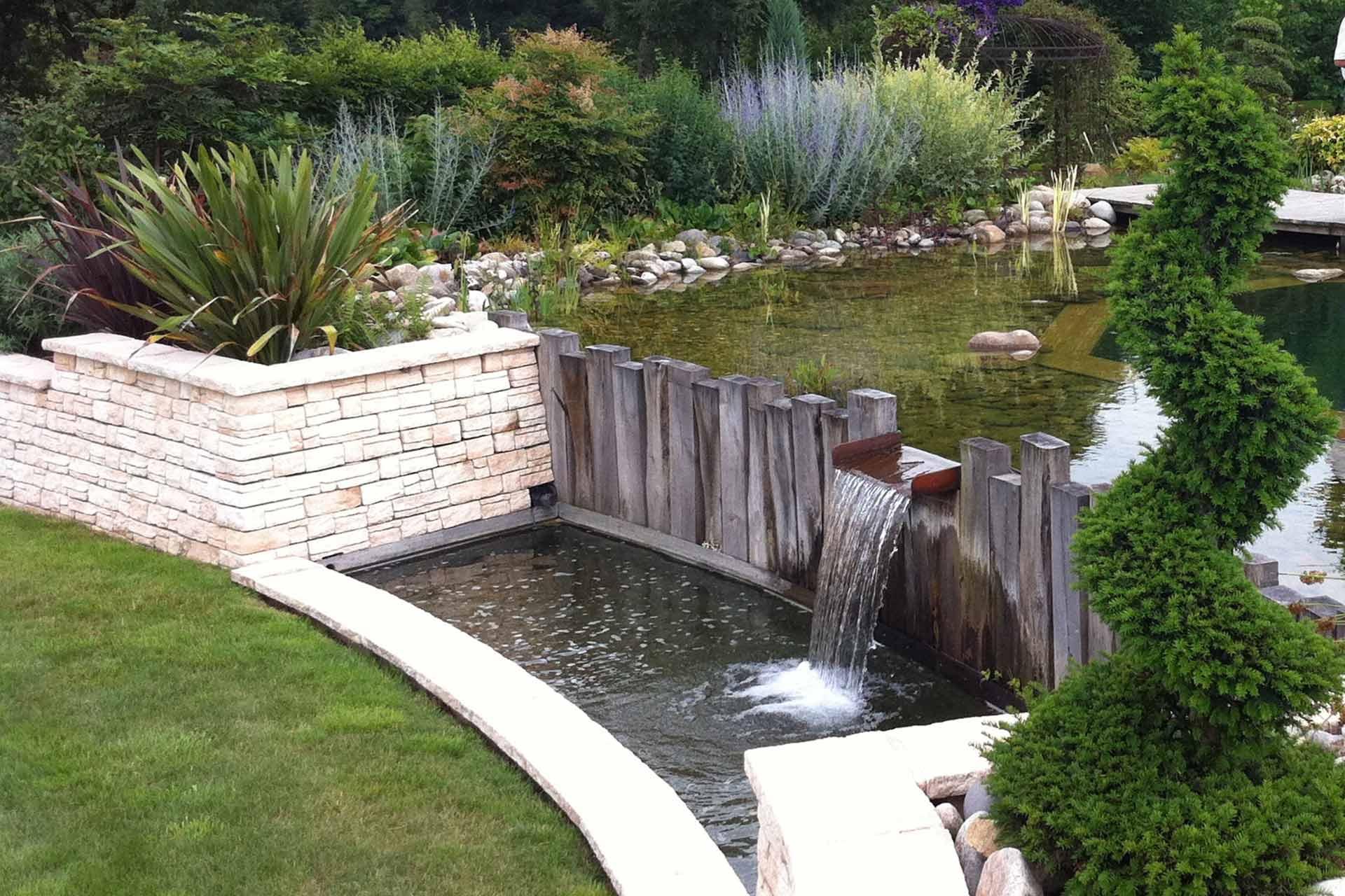 Serrault Jardins situé à la Ville aux Dames, conçoit et réalise des bassins ou cascades.