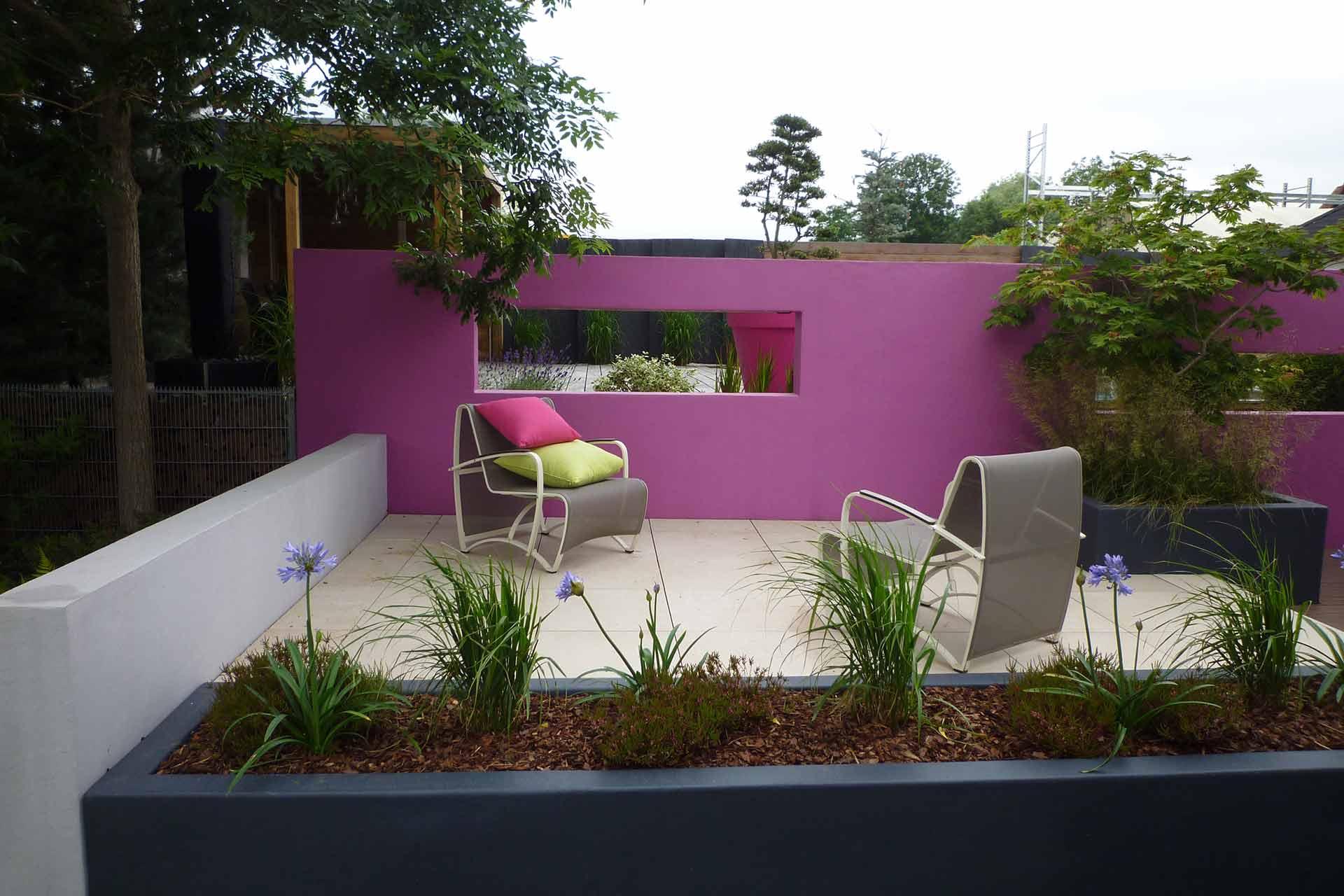 Serrault Jardins situé à la Ville aux Dames, vous propose la création de terrasse en dallage XXL.