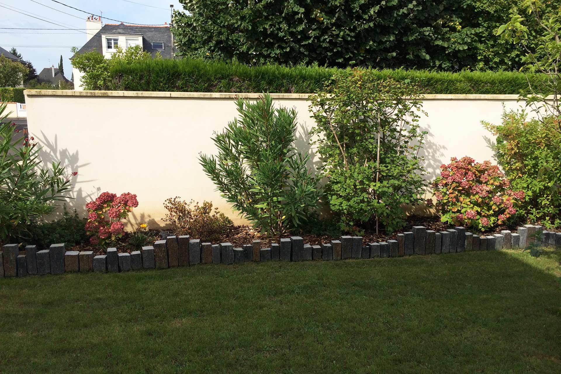 Serrault Jardins situé à la Ville aux Dames, entre Tours et Amboise, aménage vos massifs.