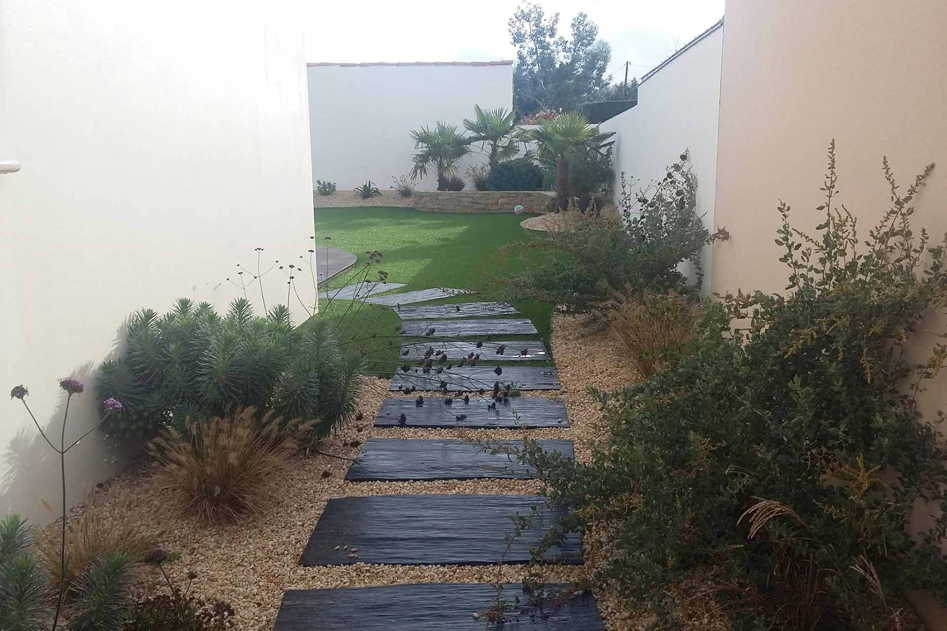 Serrault Jardins, paysagiste vous propose la création d'allées et d'accès pour votre jardin.