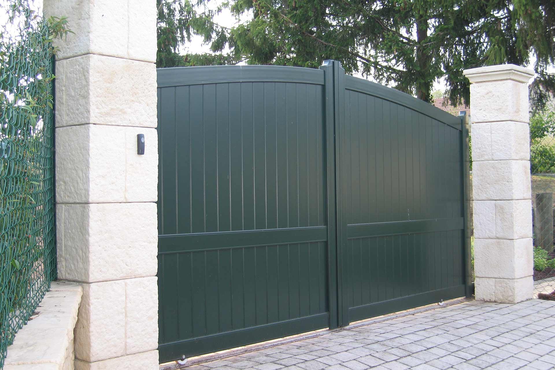 Portails, clôtures ou encore palissades, nous vous proposons une large gamme.