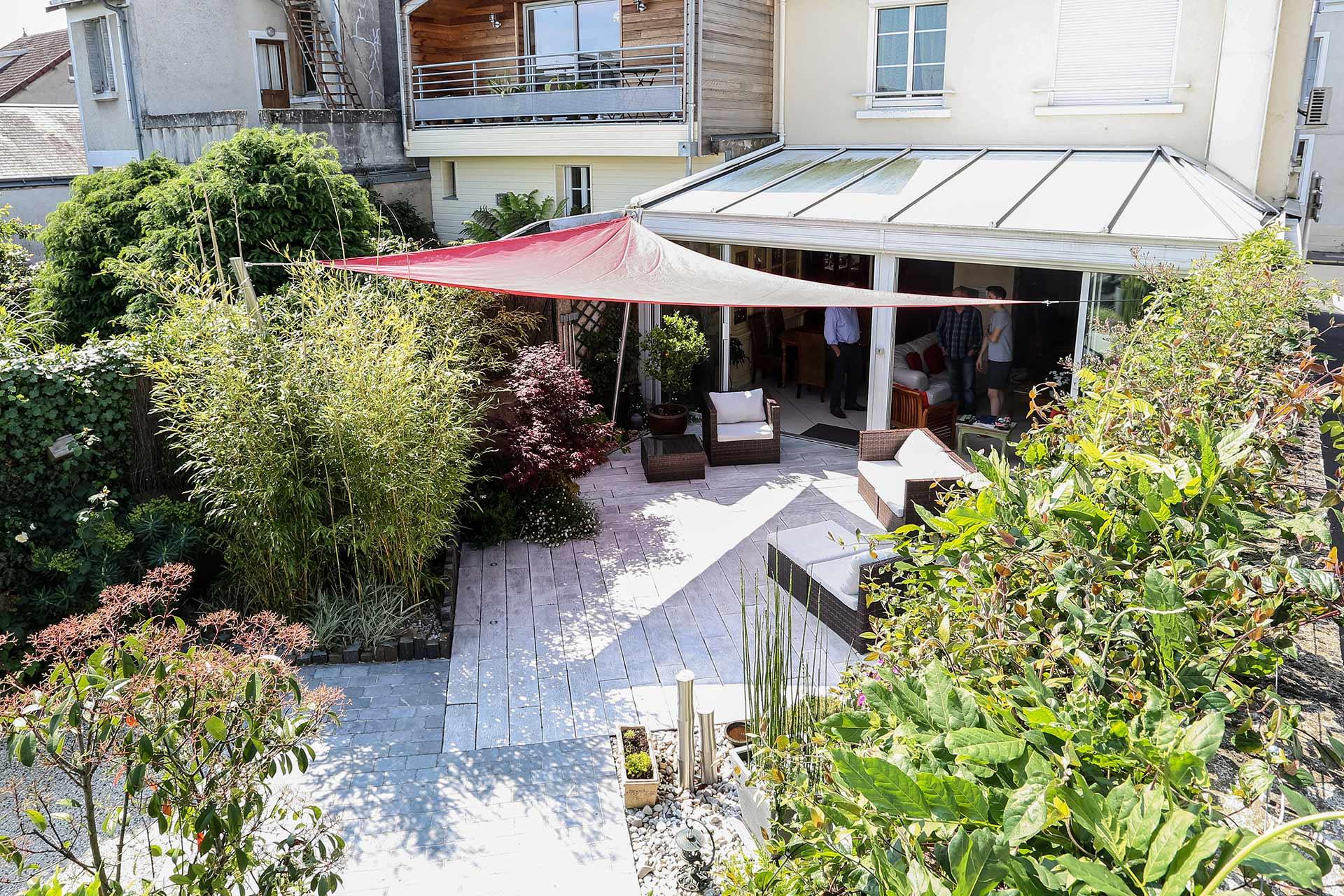 Serrault Jardins, entreprise du paysage est un professionnel de la terrasses, des accès de garage en Touraine.