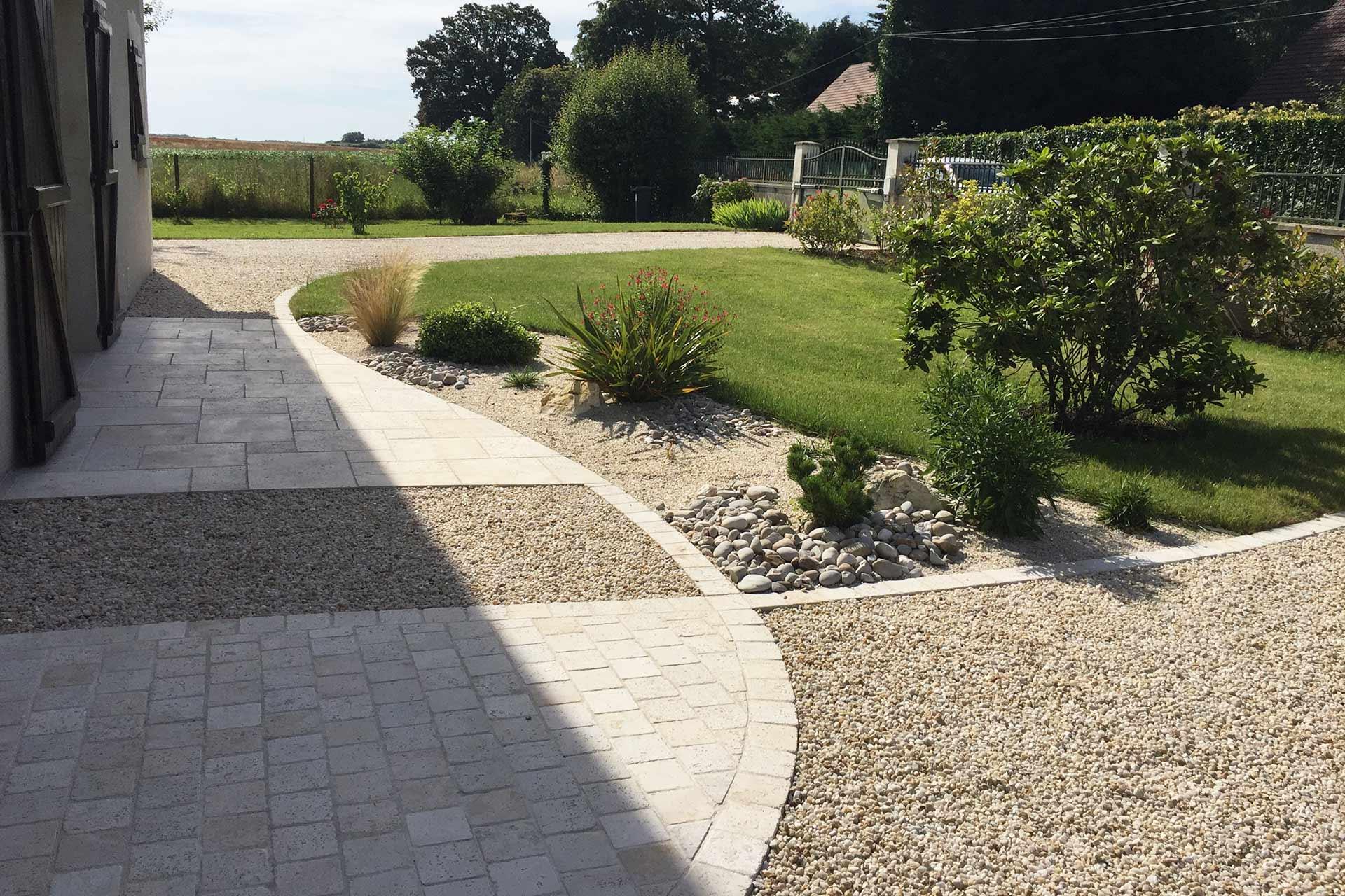 Serrault Jardins paysagiste à Tours, intervient également sur Fondettes, Saint Cyr sur Loire, Saint Avertin.