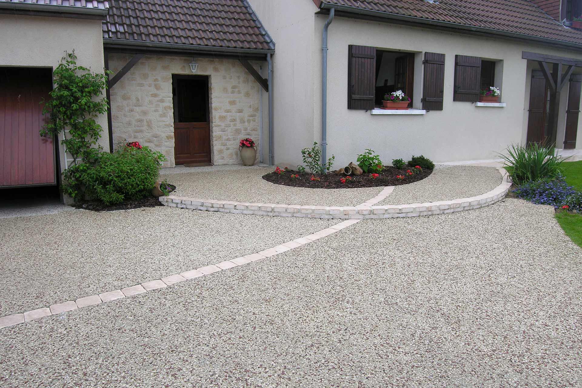 Serrault Jardins réalise votre accès de garage sur Tours. Fondettes, Ballan-miré ou encore Joué-les-Tours;