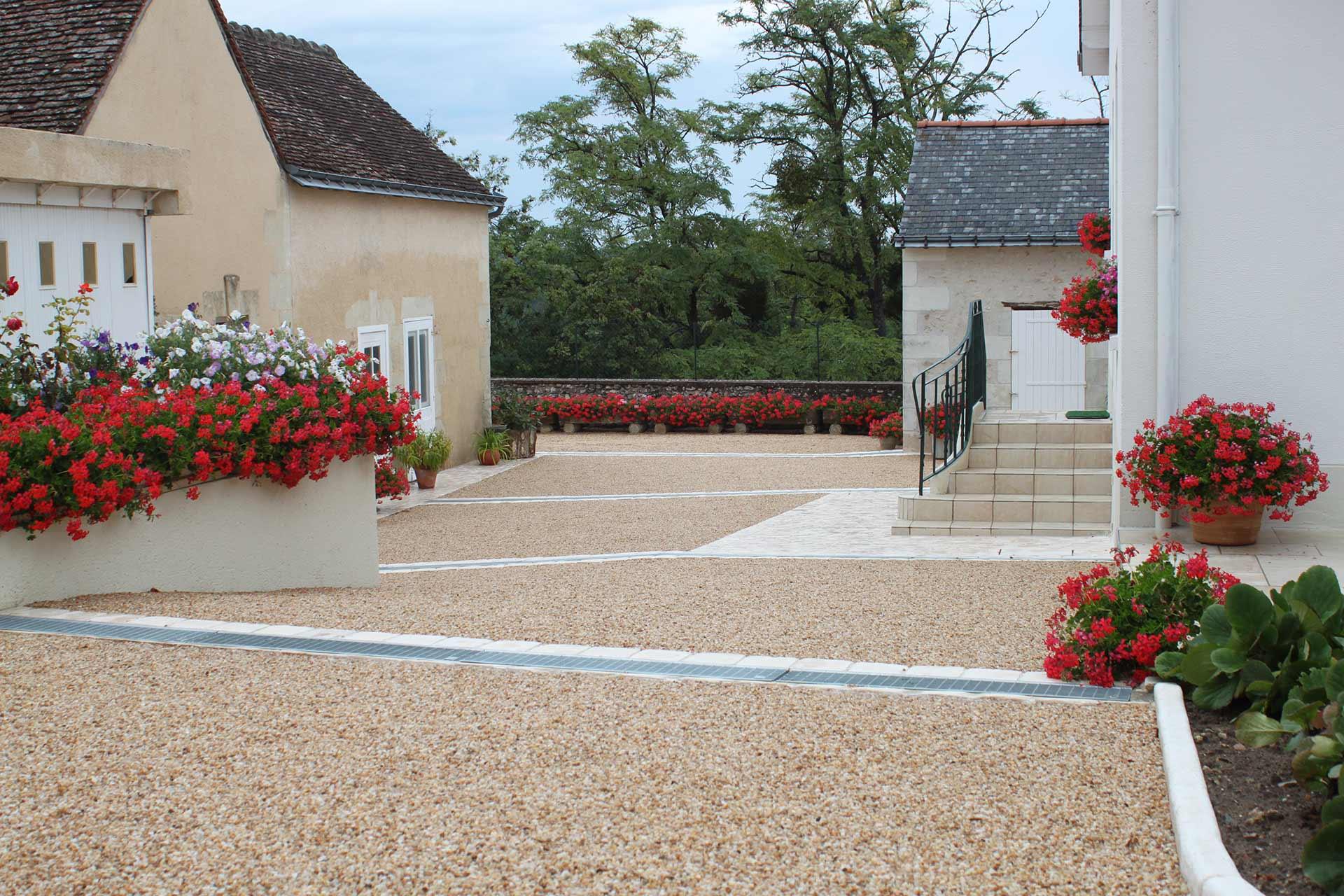 Serrault Jardins, paysagiste à La Villes aux Dames vous propose ses services à La Membrolle dans le 37.