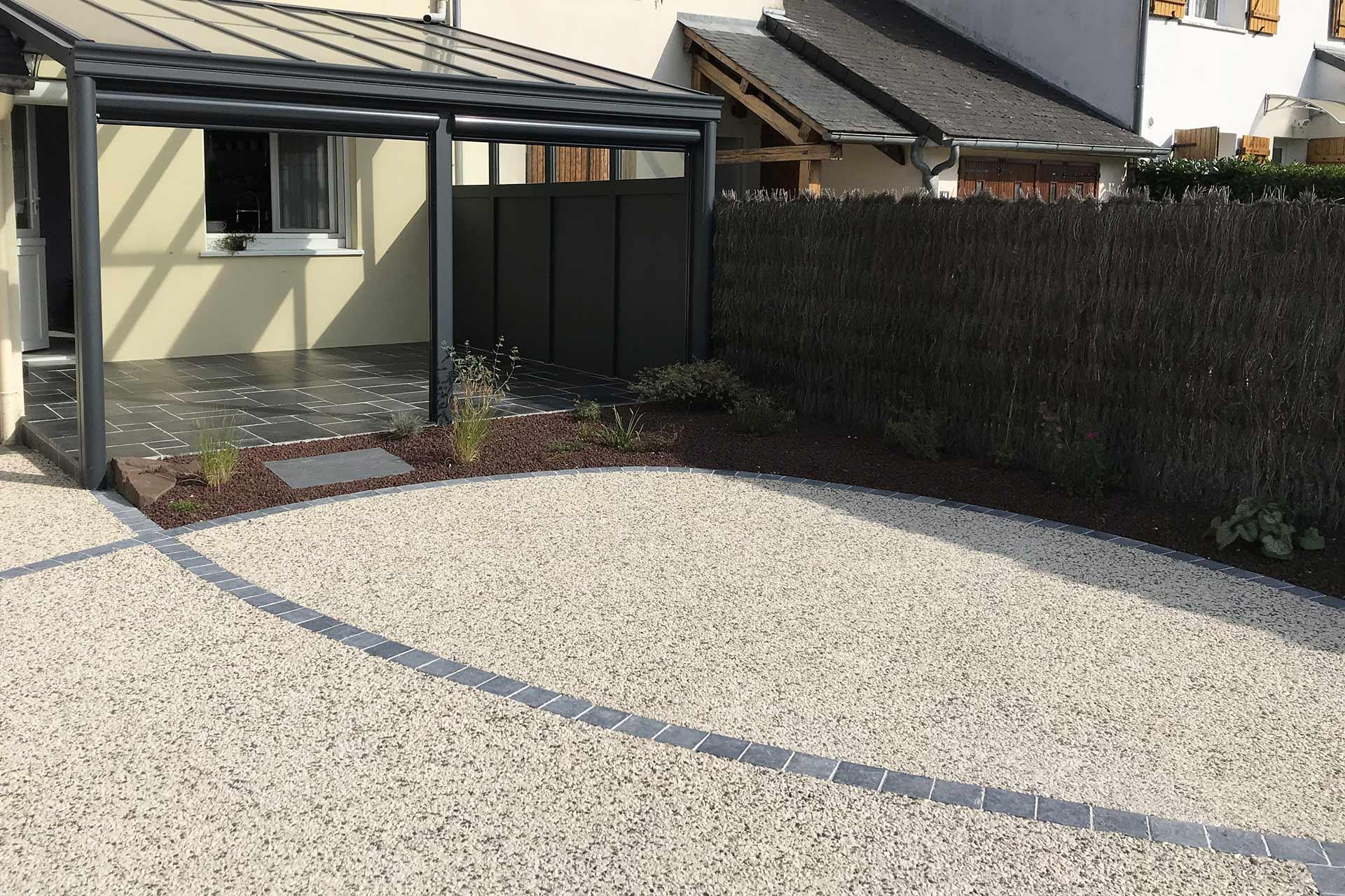 Serrault Jardins, paysagiste du 37 en Indre et Loire conçoit des terrasses de grandes qualités.