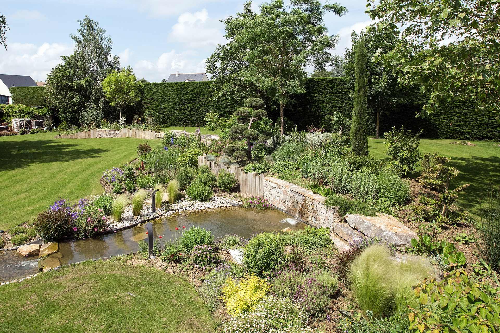 Si vous cherchez un paysagiste pour aménager votre jardin, Serrault Jardins vous conseille sur vos projets de jardin.