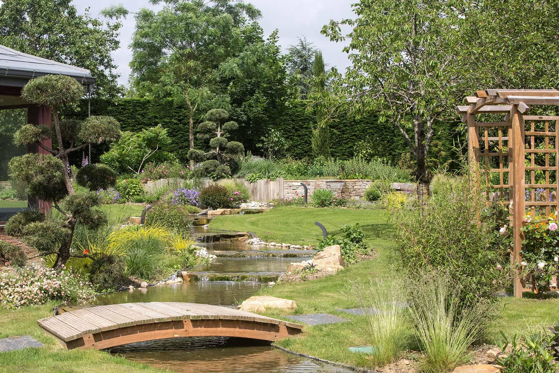Serrault Jardins paysagiste à la Ville aux Dames est une entreprise du paysage depuis plus de 38 ans.