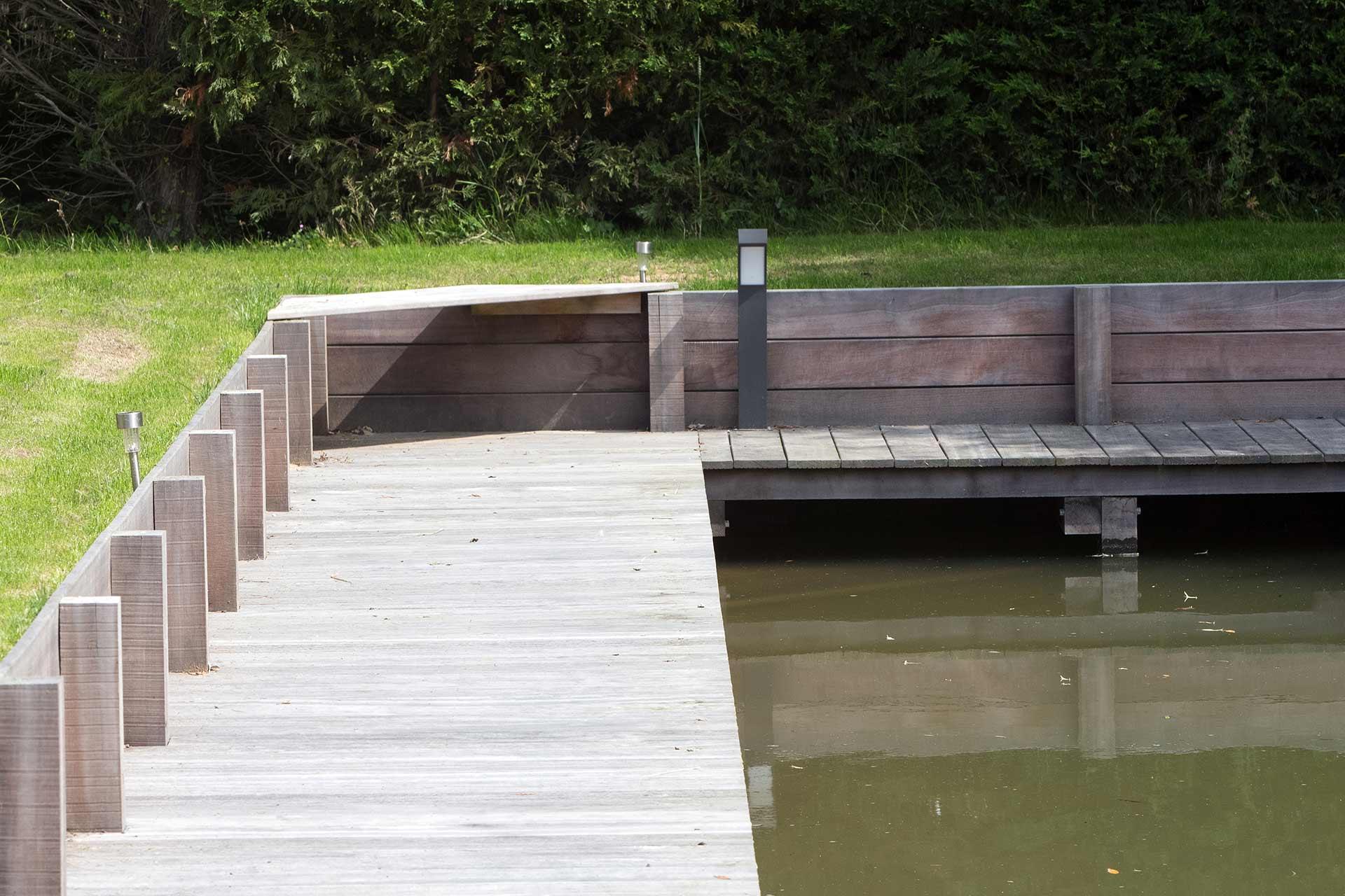 Serrault Jardins paysagiste à la Ville aux Dames vous propose ses services pour vos abords de piscine et terrases.