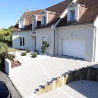 Serrault Jardins, entreprise du paysage sur La Villes aux Dames dans le 37 vous propose des accès de garage en béton désactivés.