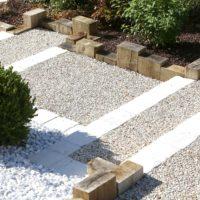 Serrault Jardins, entreprise du paysage sur La Villes aux Dames dans le 37 vous propose des accès de garage en béton poreux.