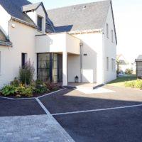 Serrault paysagiste sur la Ville aux Dames vous propose ses services pour la création de votre accès de garage.