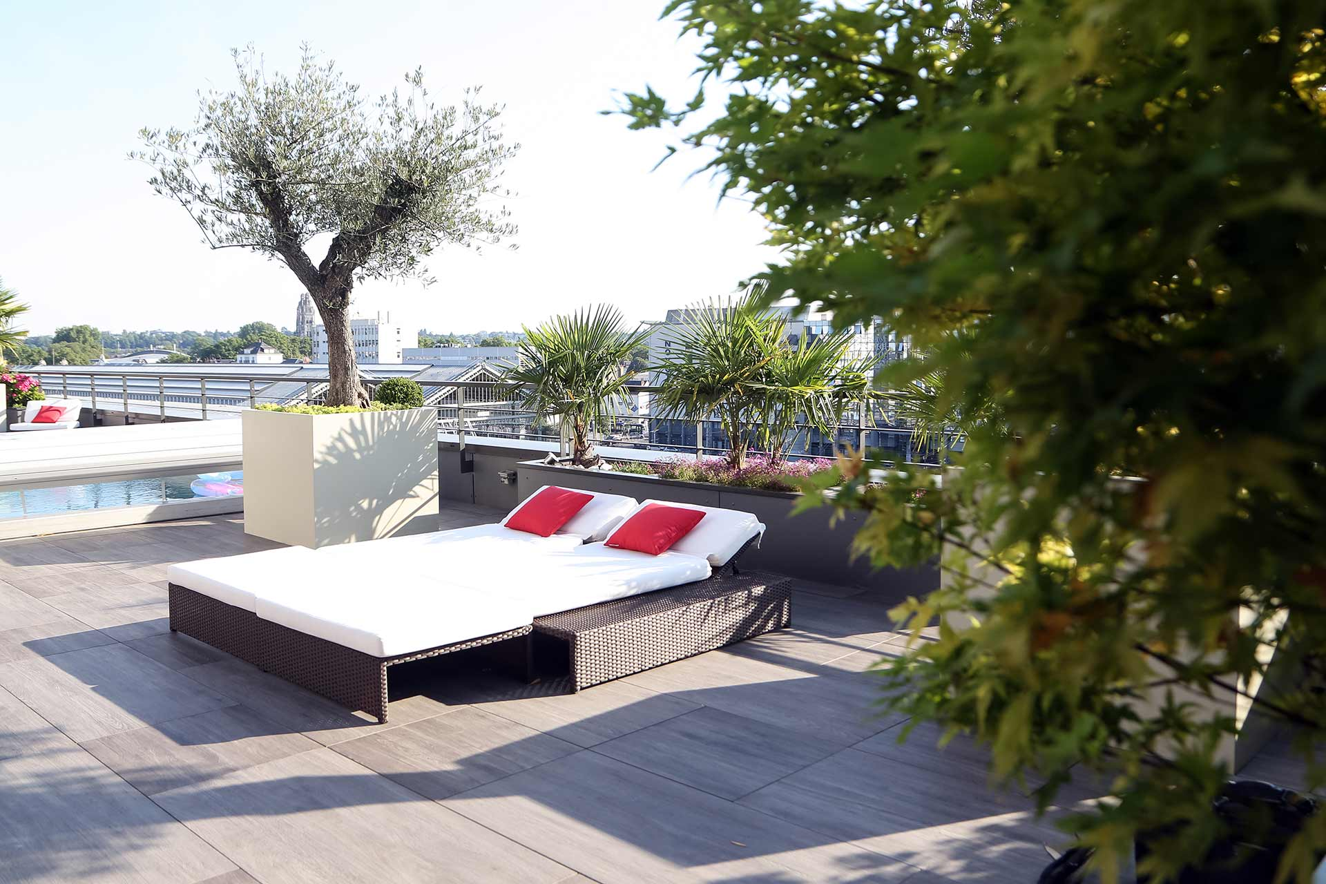 Vous cherchez un professionnel pour votre balcon ? Serrault Jardins aménage votre balcon grâce à son expertise.