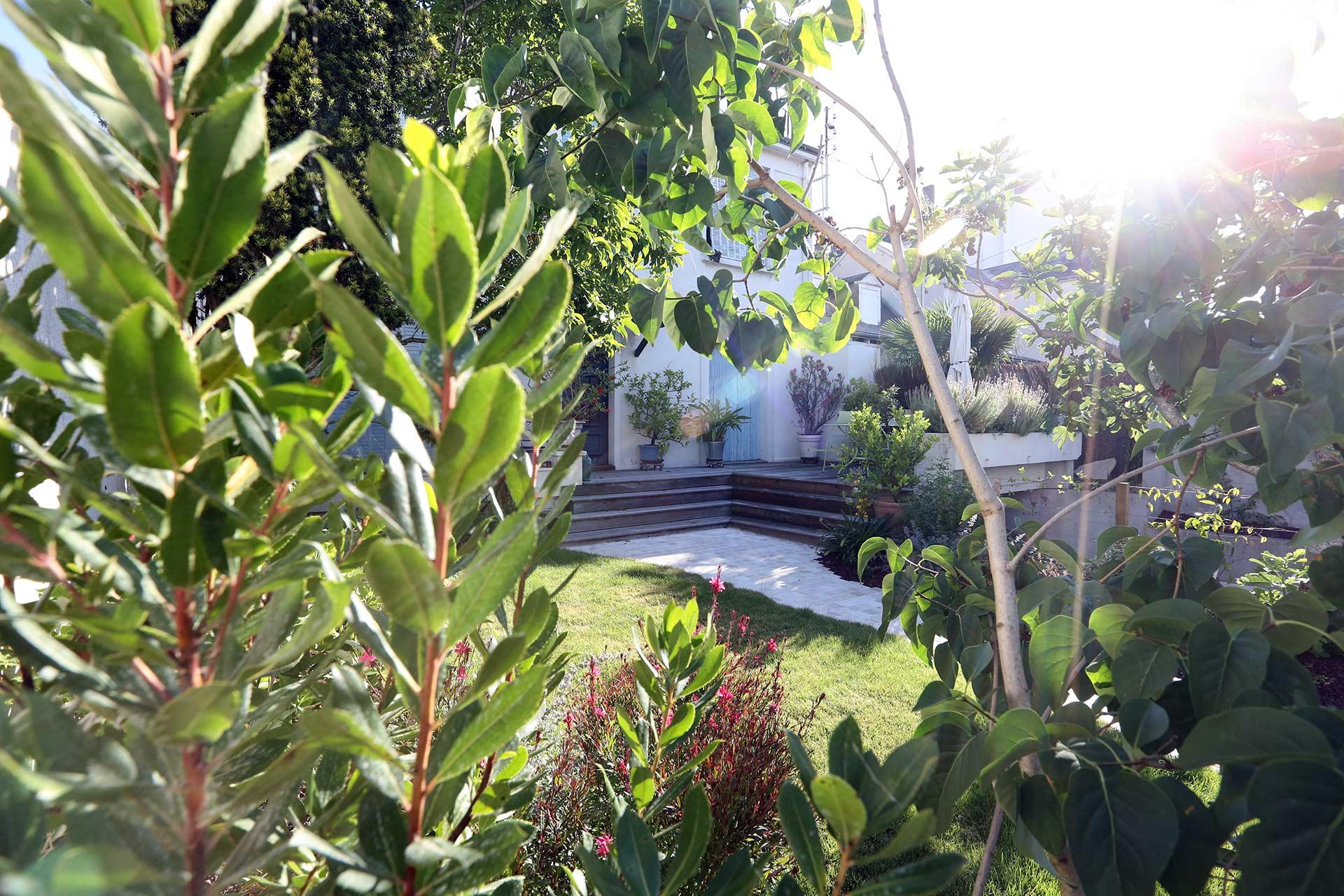 Serrault Jardins, paysagiste à la Ville aux Dames, réalise des jardins sur mesure.