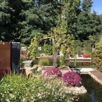 Découvrez le jardin expo de Serrault Jardins à la Ville aux Dames.
