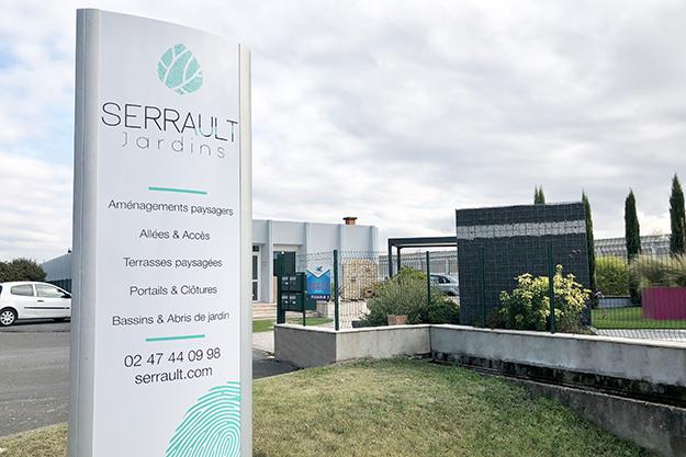 Serrault Jardins, paysagiste à la Ville aux Dames, se situe sur les quais de la Loire.