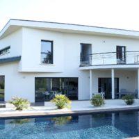 Serrault Jardins valorise vos extérieurs en réalisant des aménagements sur mesure.