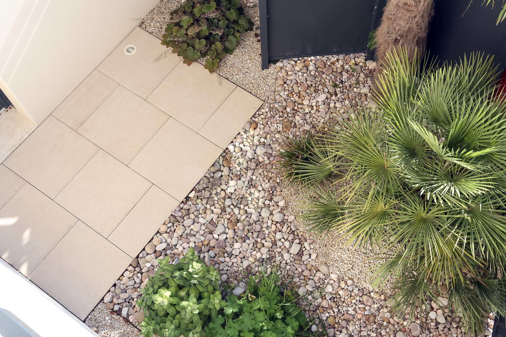 Serrault Jardins crée des patios dans votre jardin.