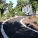 Créer une allée pour symboliser une zone de passage, cela est possible avec l'entreprise Serrault Jardins à Tours.