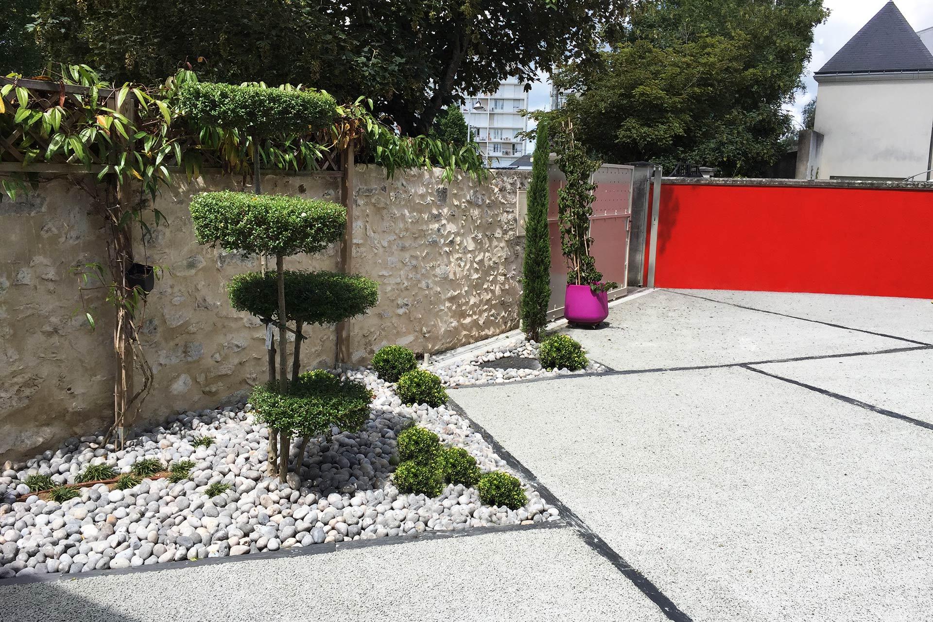 Paysagiste en Indre et Loire, Serrault Jardins crée des accès carrossable en béton poreux.