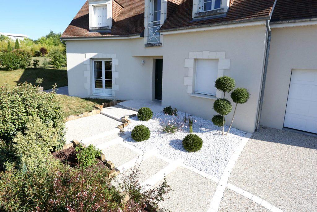 Votre paysagiste Serrault Jardins vous propose la conception d'allées et d'accès en béton desactivé.