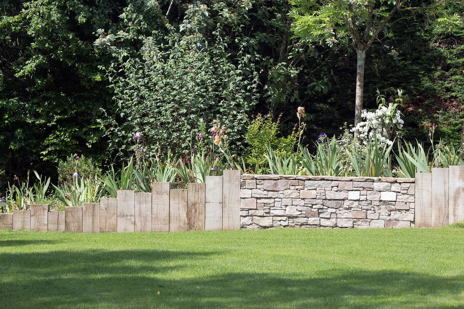 Jardinier paysagiste en Indre-et-loire dans le 37, Serrault Jardins conçoit des allées et accès.