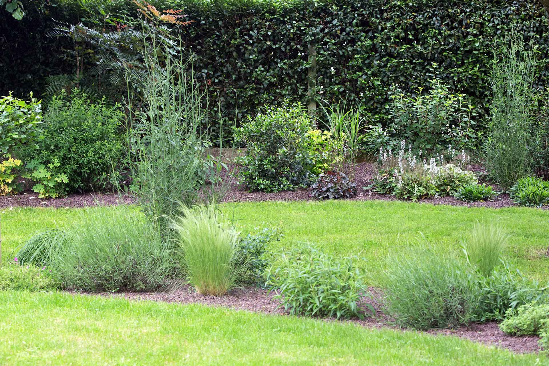 Paysagiste à la Ville aux Dames, Serrault Jardins vous propose la création d'un jardin sur mesure.