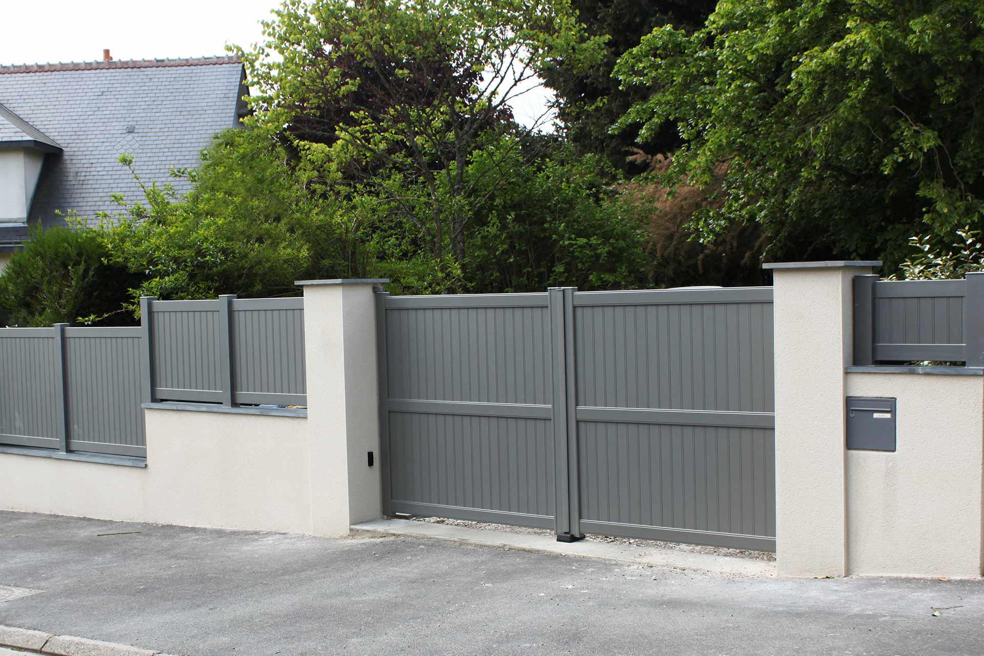 Serrault Jardins vous propose une large gamme de portails et palissades pour votre jardin.