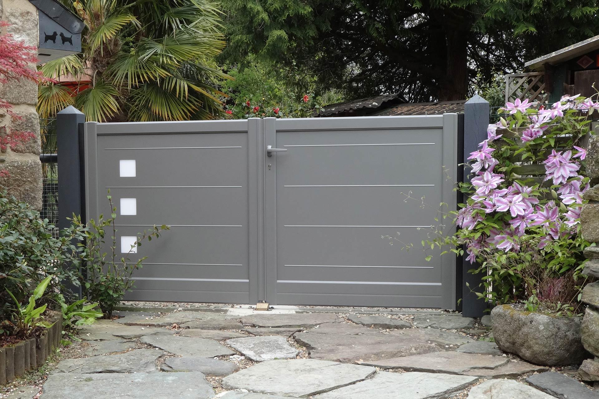 Serrault Jardins vous propose une large gamme de clôture et portail.