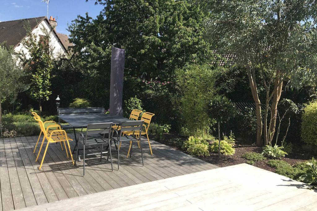 Serrault Jardins crée des terrasses en imitation bois sur mesure.