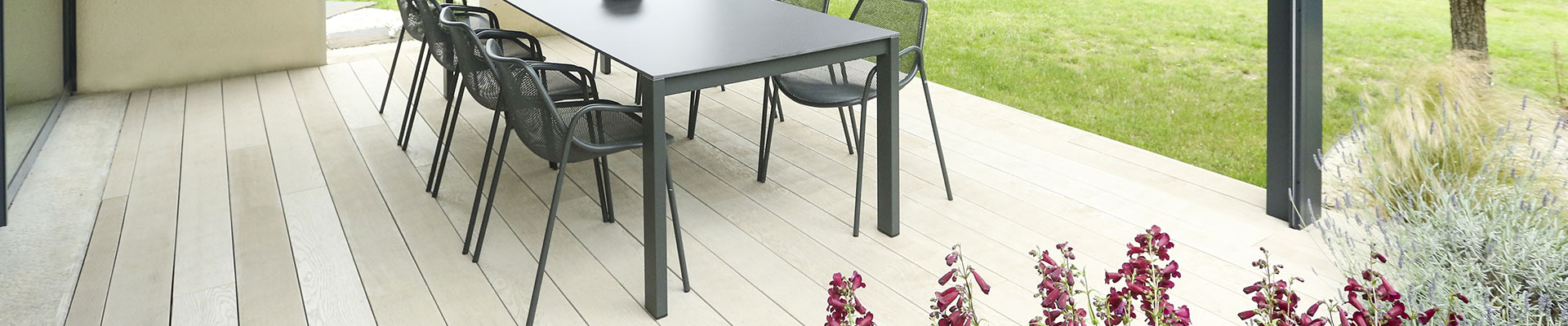 Serrault Jardins réalise votre terrasse en bois ou en imitation bois.