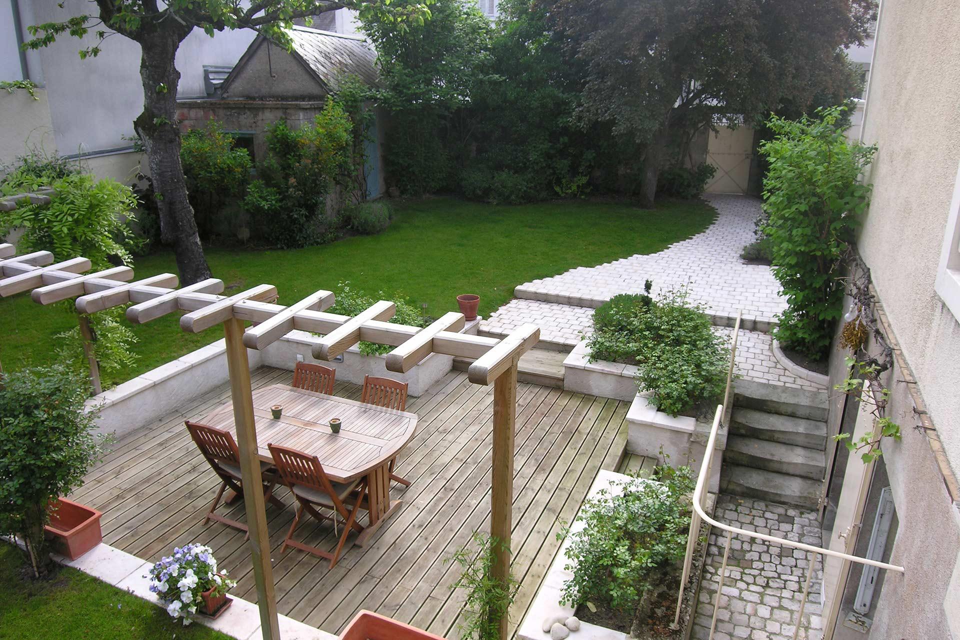 Entreprise d'architecture paysagère, Serrault Jardins crée des espaces de vies extérieurs sur-mesure.