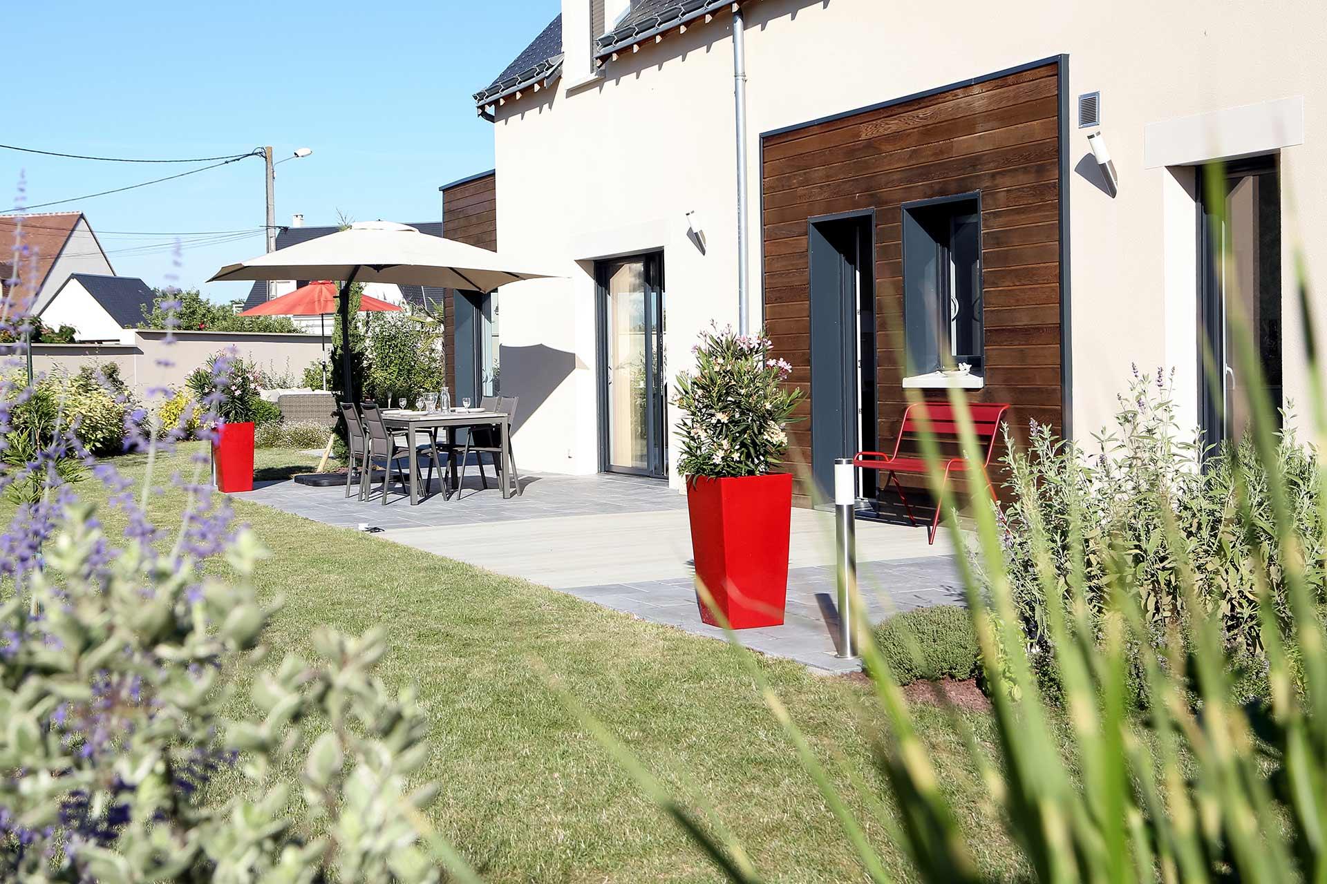 Serrault paysagiste sur la Ville aux Dames vous propose ses services pour la création de vos abords de piscine