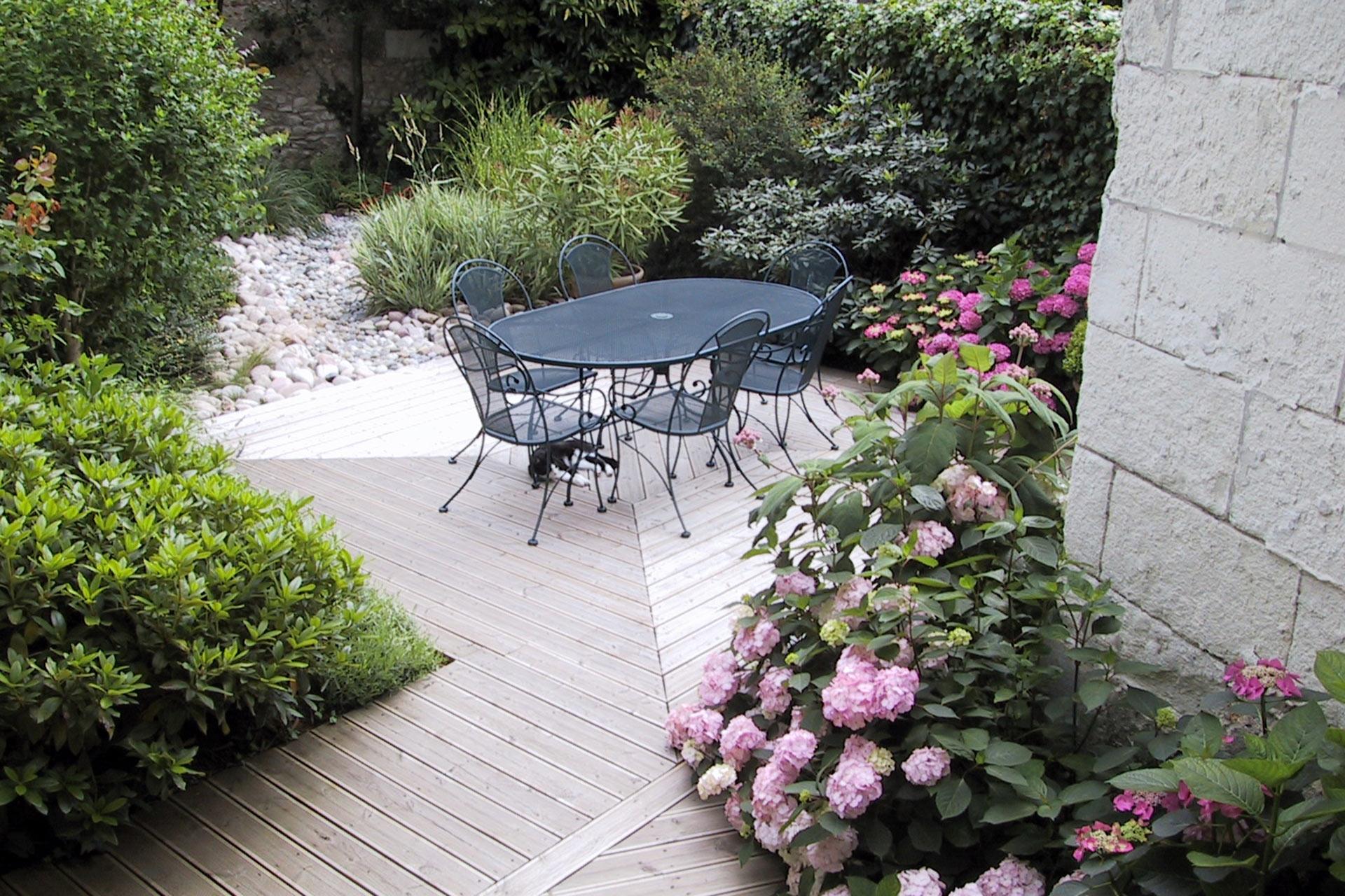 Votre paysagiste vous propose la conception et la réalisation de terrasse en bois.